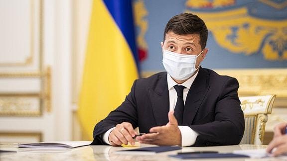 Wolodymyr Selenskyj, Präsident der Ukraine, aufgenommen mit Mundschutz in Kiew, 24.08.2020.