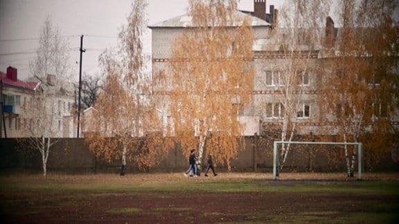 Blick auf Mauer der russischen Umerziehungsanstalt