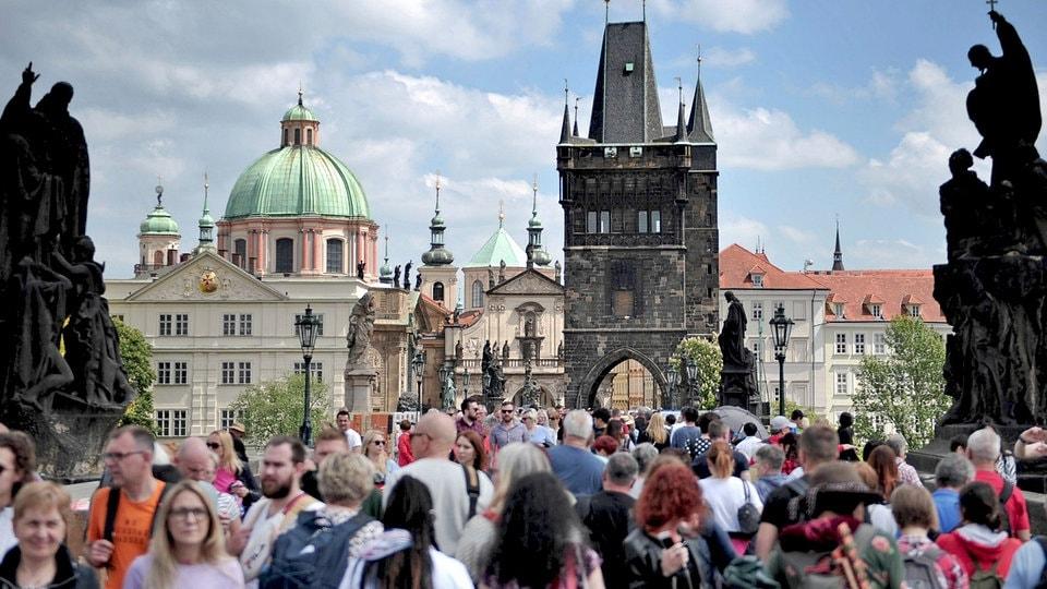 Prag will Touristen erziehen | MDR.DE