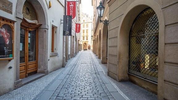 leere Altstadtgasse in Prag