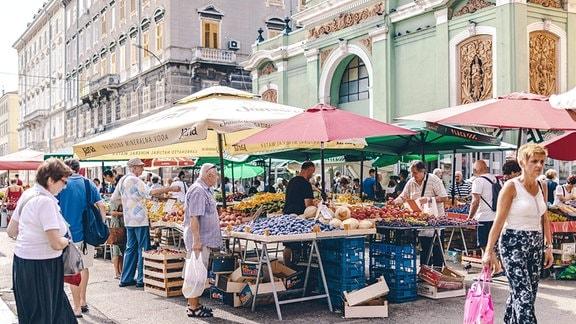 Obst und Gemüse am Stadtmarkt in Rijeka, Kroatien.