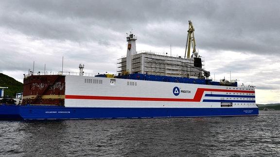 Schwimmender mobiler Atomreaktor in Murmansk