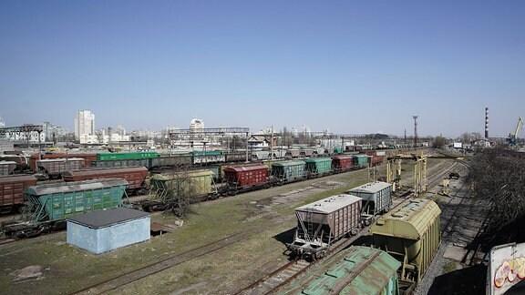 Güterwagons auf Gleisen