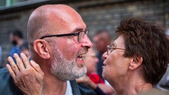 Nachdem der Buergermeisterkandidat des Josephstadt, Andras Piko, von Fidesz und der Regierungspresse mit falschen Anschuldigungen angegriffen wurde, kommt es in der Prater utca zu einer Solidaritaetsdemo der vereinten Opposition