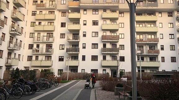 Innenhof eines mehrstöckicken Wohnkomplexes