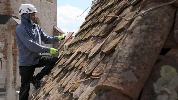 Denkmalsanitäter bei der Arbeit in Beia, Siebenbürgen