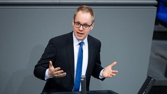 Jens Brandenburg, Sprecher für berufliche Bildung der FDP-Bundestagsfraktion, spricht in der Plenarsitzung im Deutschen Bundestag.