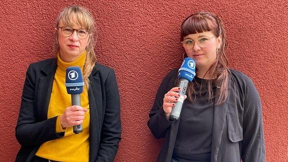 Die Podcast-Moderatorinnen Secilia Kloppmann und Esther Stephan