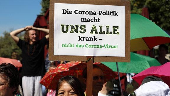 Tausende Querdenker gehen gegen die Corona-Einschränkungen auf die Straße