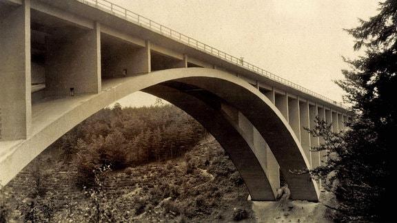 Seitenansicht der Teufelstalbrücke