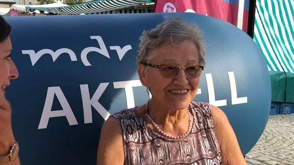 Annelies Birke auf dem MDR-AKTUELL-Sofa in Kamenz