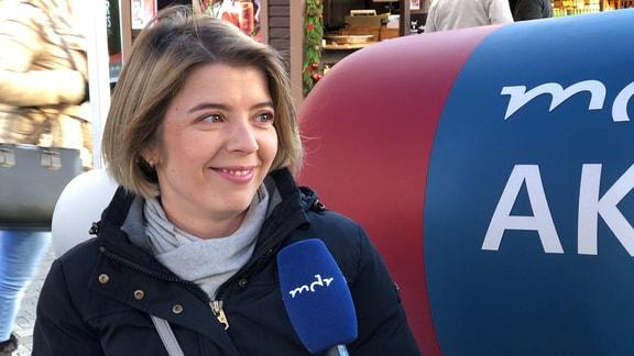 Louise Gruner auf dem MDR-Aktuell-Sofa in Halle