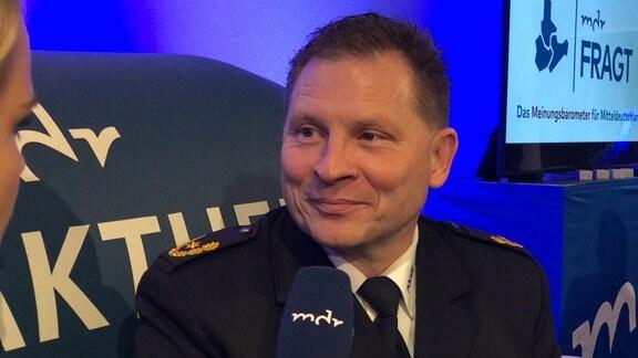 Carsten Kaempf auf dem MDR-Aktuell-Sofa in Leipzig