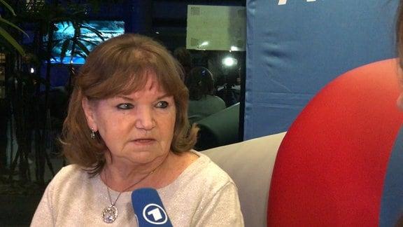 Hanna Schumacher auf dem MDR-Aktuell-Sofa in Leipzig