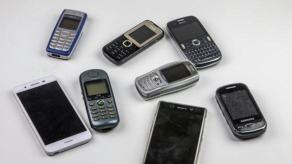 Alte und neue Smartphones