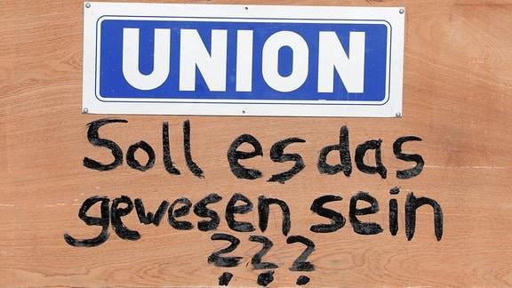 Pappschild mit der Aufschrift 167 Jahre Union – Soll es das gewesen sein?
