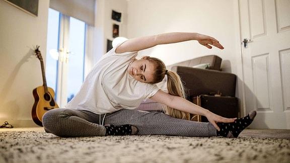 Frau bei einer Fitness Übungen