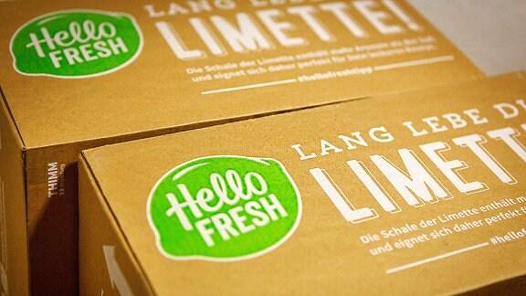 Eine hello Fresh Kochbox, der Lieferdienst für Pakete mit vorbereiteten Zutaten und einem Rezept.