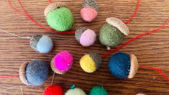 Weihnachtsdeko -  selbstgestrickte Nüsse