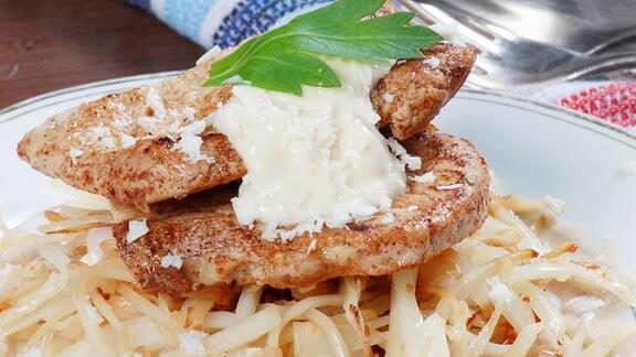 Meerretichschnitzel mit Krautsalat