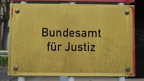 Schild 'Bundesamt für Justiz'