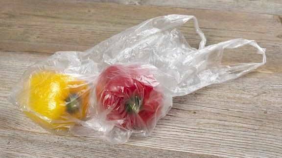 Paprika in einer dünnen Plastiktüte