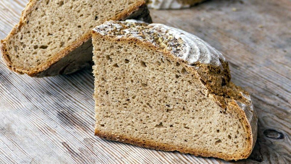 Brot selber backen: Rezept für österreichisches Roggenbrot | MDR.DE