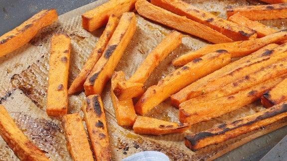 Süßkartoffel-Pommes aus dem Backofen