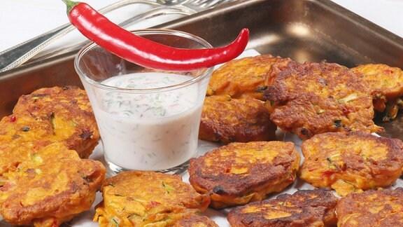 Süßkartoffel Nuggets mit Honig-Chili-Schmand
