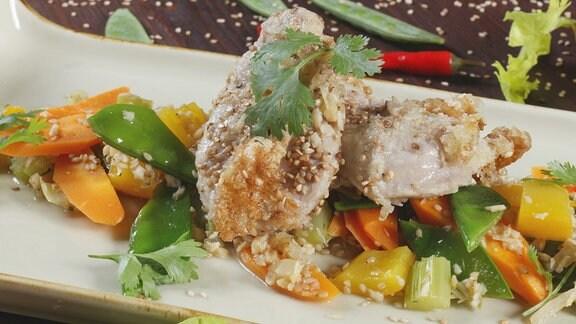Gemüsecurry mit Schweinefilet im Sesamteig