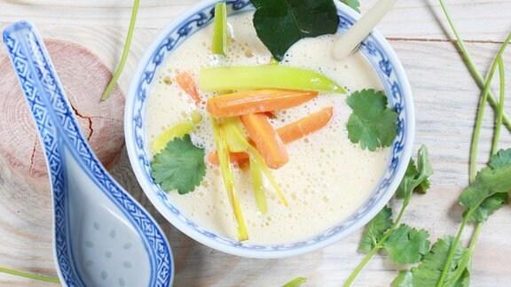 Kokosmilchsuppe mit scharfen Gemüse