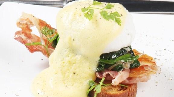 Pochierte Eier mit Sauce Hollandaise