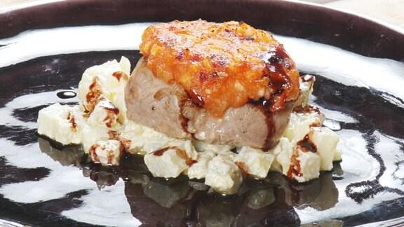 gratiniertes steak mit tomaten kaese kruste