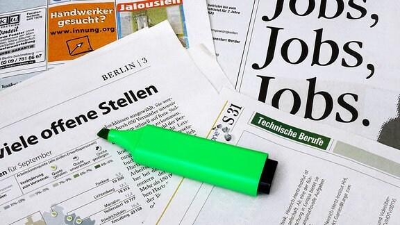 Zeitungsausschnitte und Marker Zeitungsausschnitte und Marker