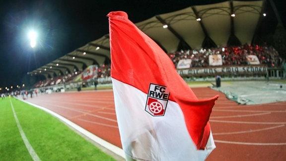 Eckfahne mit dem Logo von Rot Weiss Erfurt