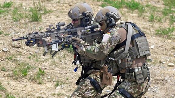 Das Kommando Spezialkräfte (KSK) der Bundeswehr bei einer Vorführung am Tag der Bundeswehr beim Ausbildungszentrum Spezielle Operationen (AusbZSpzlOp) in Pfullendorf.