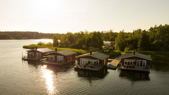 Schwimmende Häuser auf dem Bergwitzsee.