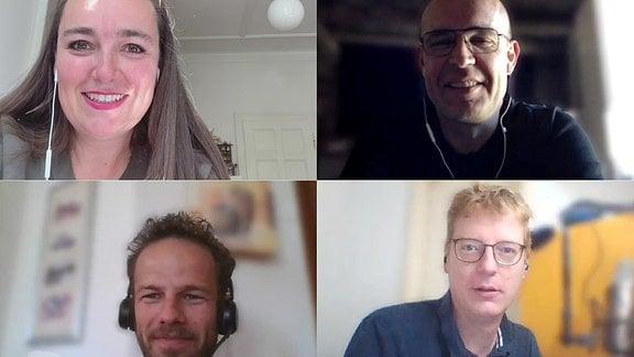 vier Personen in einer Videokonferenz