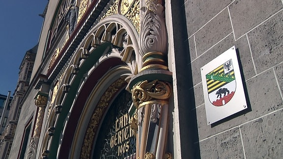 Eingangsportal des Landgerichts Halle