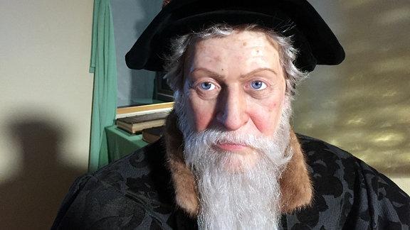 Nahaufnahme von Wachsfigur Bischof Julius von Pflug