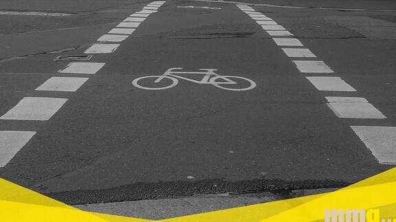 Ein Radweg auf einer Straße