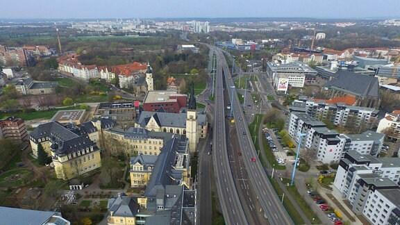 Blick auf die Hochstraße und den Glauchaer Platz in Halle