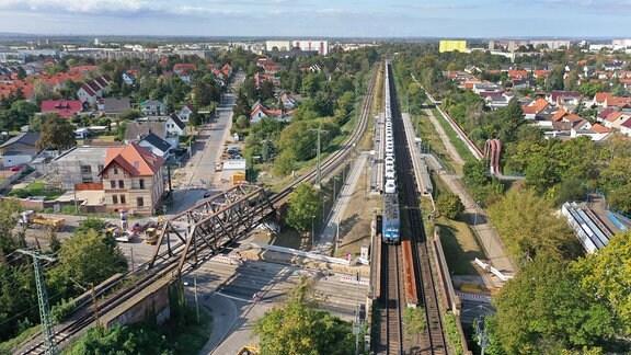 Blick auf die Rosengartenbrücke im Stadtteil Halle Rosengarten