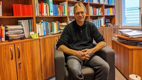 Matthias Ballod ist Sprachwissenschaftler an der Universität Halle-Wittenberg