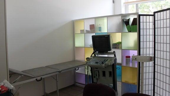 Untersuchungsbereich mit Medizinischem Gerät.