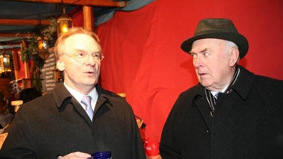 Rainer Haseloff und Wolfgang Böhmer beim Weihnachtsmarkt 2011 in Lutherstadt Wittenberg