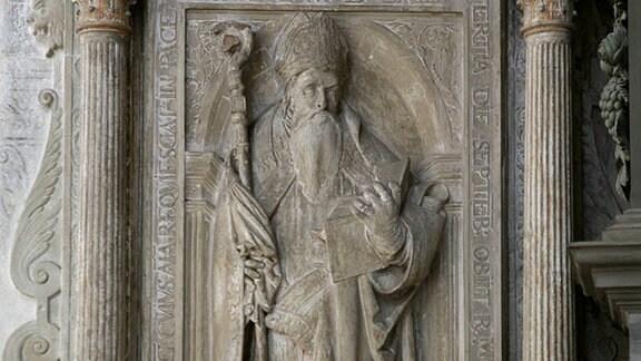 Grabplatte von Bischof Julius von Pflug im Dom der Moritzburg zu Zeitz