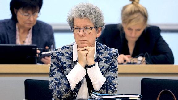 Justizministerin Anne-Marie Keding (CDU) sitzt im Plenarsaal während der Regierungserklärung im Landtag von Sachsen-Anhalt