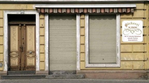 Eine geschlossene Bäckerei in einem leerstehenden Gebäude