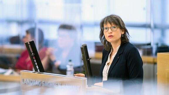 Katja Pähle, Fraktionsvorsitzende der SPD Sachsen-Anhalt, spricht im Plenarsaal des Landtages zu den Abgeordneten.